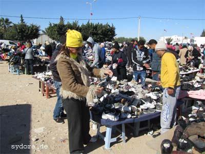 Nelia Sydoriak-Rauch auf dem Basar in Midoun