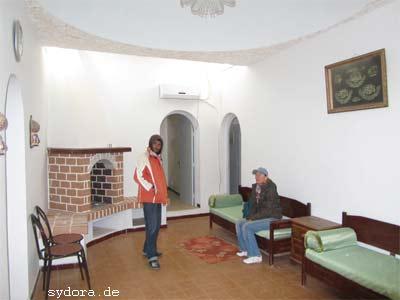 Nelia Sydoriak-Rauch besichtigt eine Mietwohnung