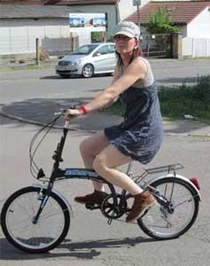 Nelia mit Fahrrad