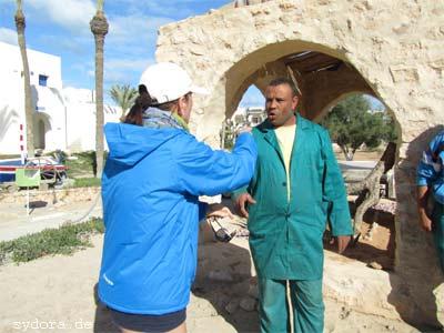 Nelia Sydoriak-Rauch bei einem Gespräche auf Djerba