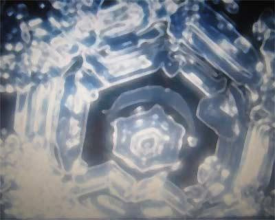 Kristallbildung von Wasser bei einem Gebet.